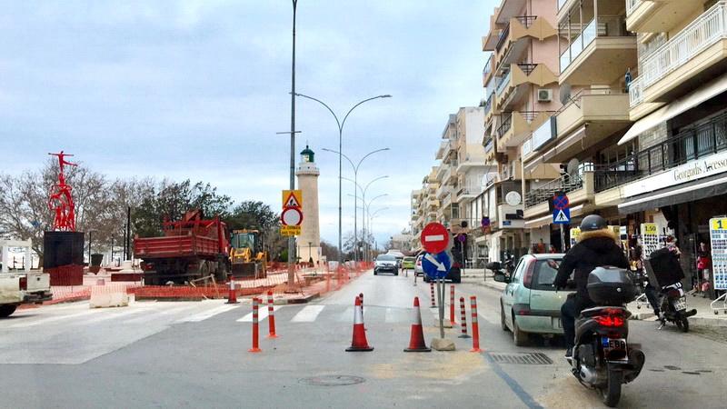 Αλεξανδρούπολη: Καταργούν θέσεις στάθμευσης - φορτοεκφόρτωσης στην πλατεία του Φάρου