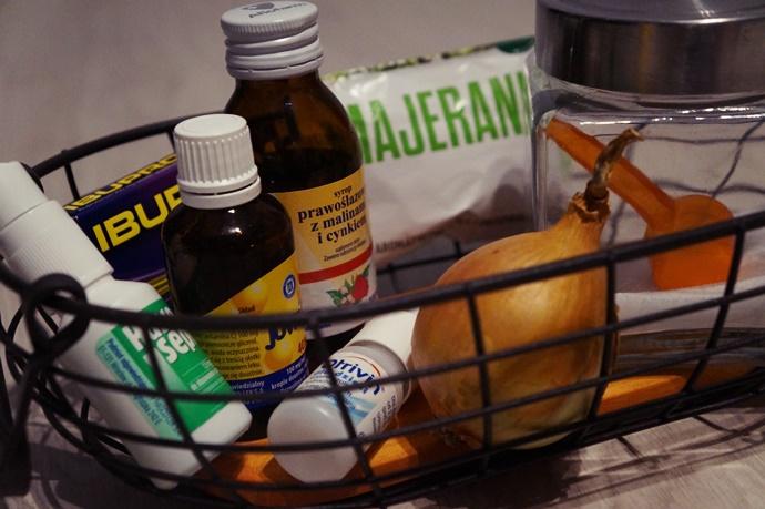 Karmienie piersią i przeziębienie. Jak sobie radzić?