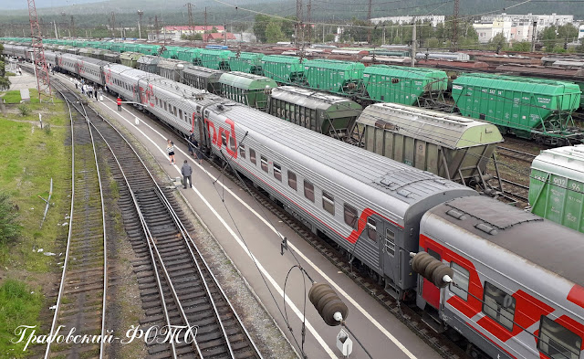 Вокзал города Кандалакша. Стоянка пассажирского поезда