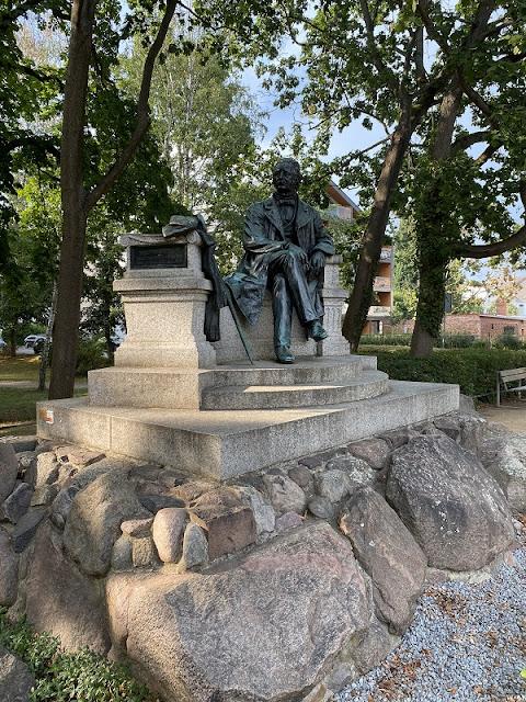 Denkmal für Fontane, den großen Sohn der Stadt Neuruppin