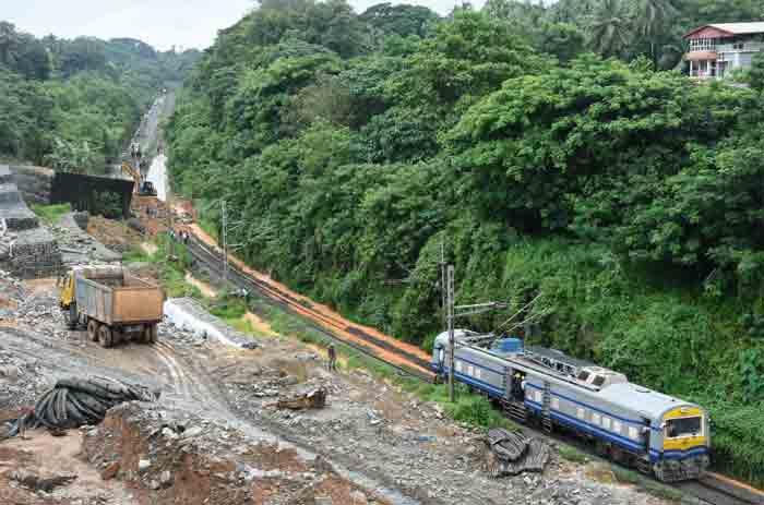 Landslide does not end at Mangalore tunnel; Several trains were canceled