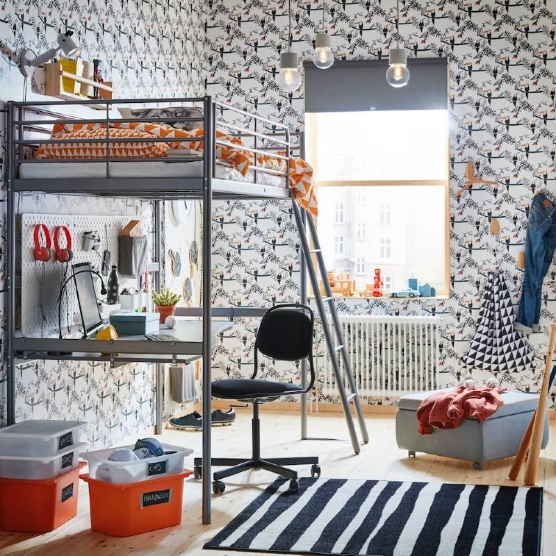 Dormitorio juvenil con literas metálicas
