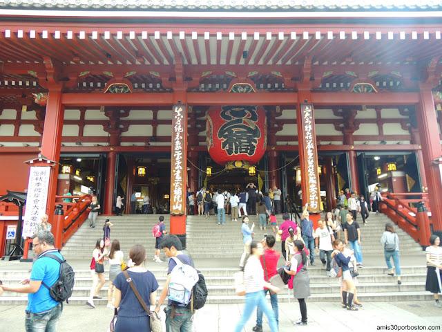 Main Hall o Hondo del Templo Sensoji en Asakusa, Tokio