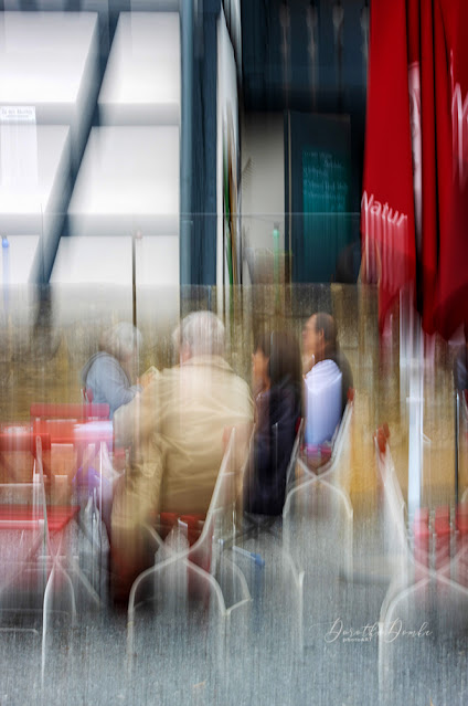 in the cafe, icm, intentional camera movement, gestische Fotografie, Fotokunst, art, photoart, Dorothe Domke