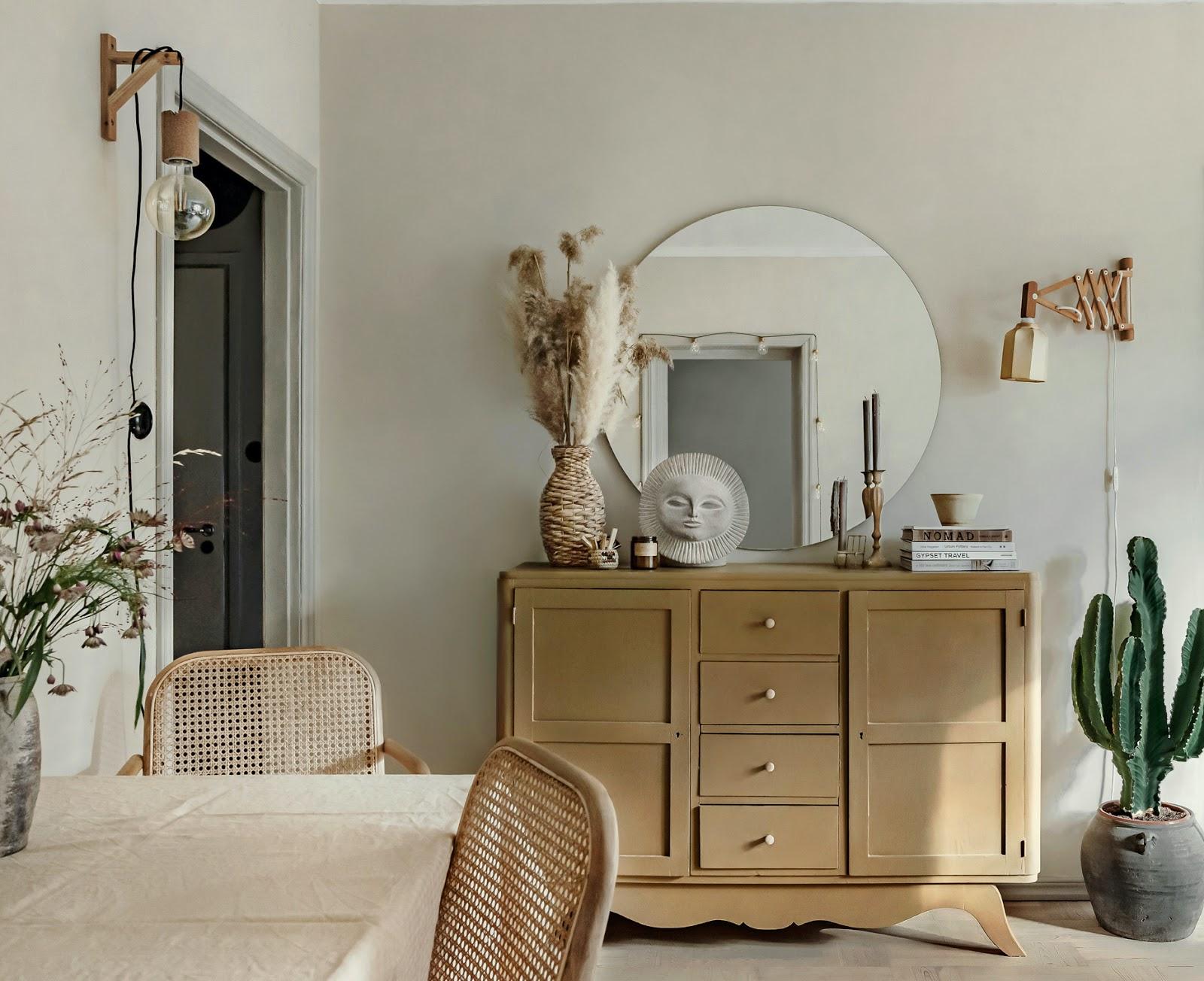 Un appartamento in stile boho dai toni naturali