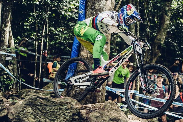 2016 Cairns UCI World Cup Downhill: Qualifying Highlights - Loic Bruni