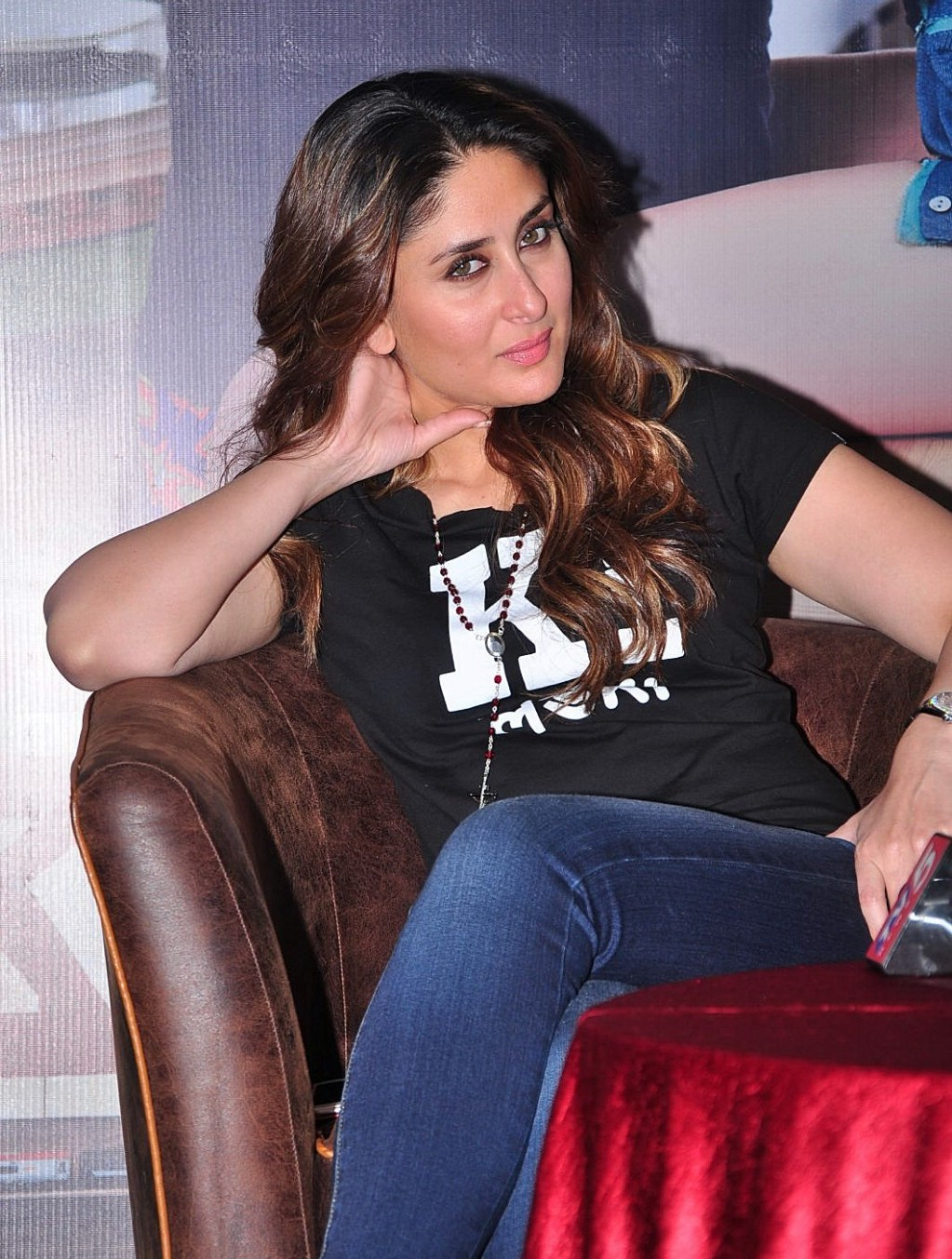 Kareena Kapoor Looks Super SexyIn Tight Blue Jeans and ...