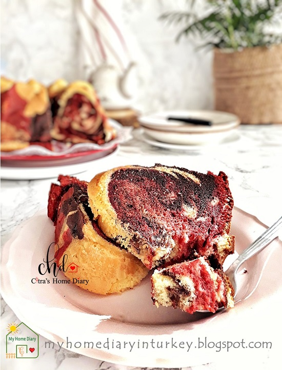 Red Velvet and Chocolate Marble Butter Cake. Best recipe with video step by step.   Çitra's Home Diary. #redvelvetcake #marblecake #marblebuttercake #buttercake #foodphotographycake #chocolatecake #memerkektarifi #resepcakemarmer #coffeecake #chocolatebuttercake #dessertcake