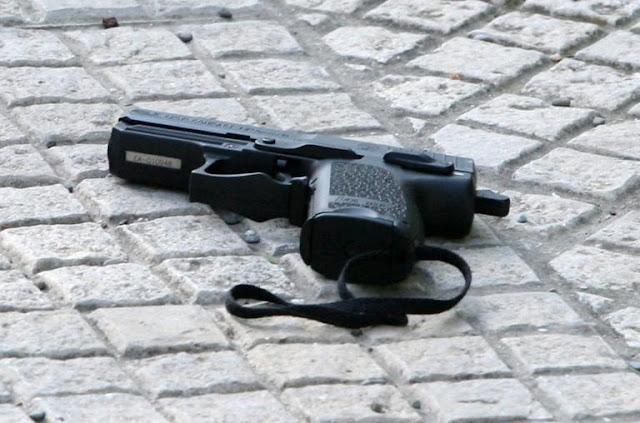 «Πάγωσε» όλο το νησί! 29χρονη αυτ@κτ@νησε με το υπηρεσιακό όπλο του συντρόφου της- Το σημείωμα και η ….συγγνώμη!