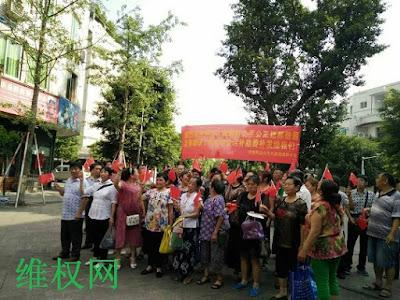 四川珙县原民办和代课教师60多人集体到县政府抗议(图)