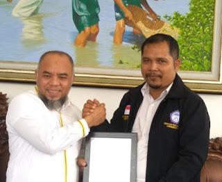 H Andi Suhaimi Dalimunthe ST MT Terima Penghargaan Dari LPA