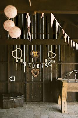 Decoración de boda en un antiguo granero