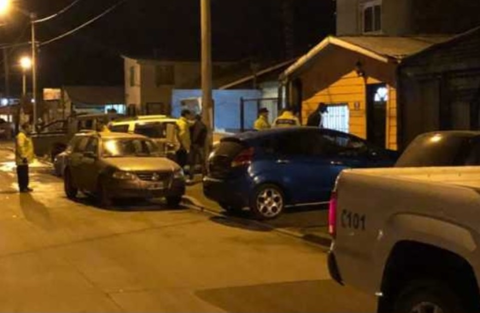 Dos detenidos vendiendo droga