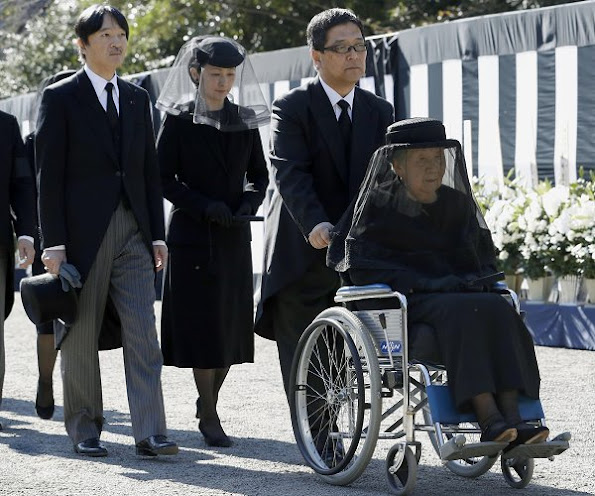 Prince Naruhito, Princess Masako, Prince Akishino, Princess Kiko, Princess Mako and Princess Kako at funeral ceremony