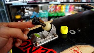 ロングスケートボードトラックには沢山メーカーと種類のブッシュがあります。