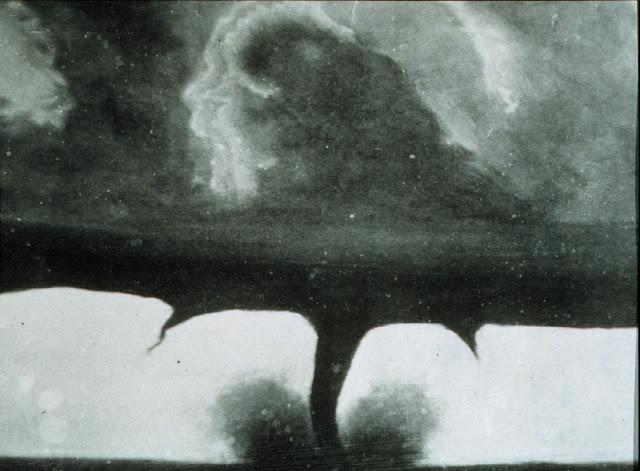 La primera fotografía de un tornado - 1884