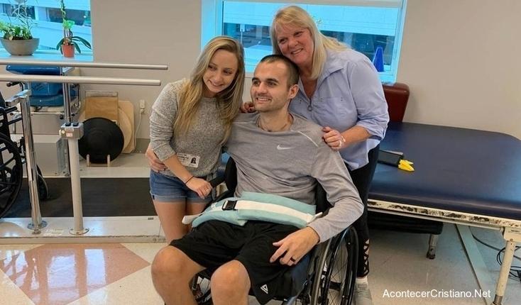 Joven cristiano en sillas de ruedas sobrevive a rayo