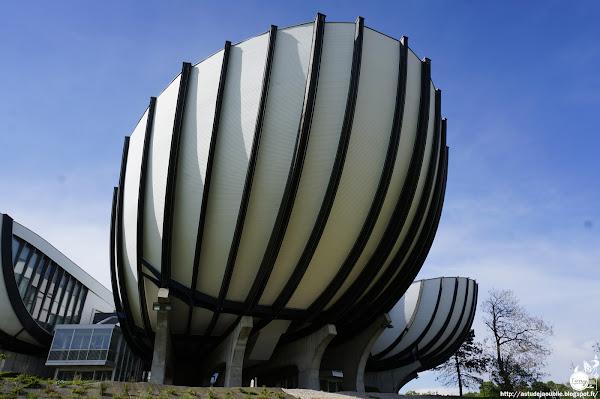 Reims, Amphithéâtre du campus de la Croix-Rouge dit Les Coquilles, Université de Reims.  Architectes: André et Denis Dubard de Gaillarbois, Robert Clauzier (architecte d'opération)  Ingénieur: Uhalde-Bernier  Construction: 1970 - 1974