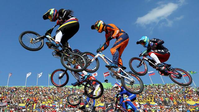 """Ciclistas olímpicos denuncian haber sido retenidos en Argentina """"por ser colombianos"""""""
