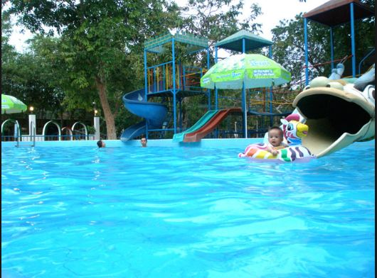Khu hồ bơi, khu vui chơi trẻ em