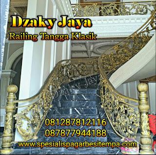 Contoh model railing tangga klasik mewah Dzaky Jaya.