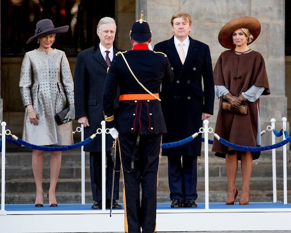 King Philippe and Queen Mathilde met with Queen Maxima and King Willem-Alexander at Dam Square in Amsterdam. Queen wore Natan Dress