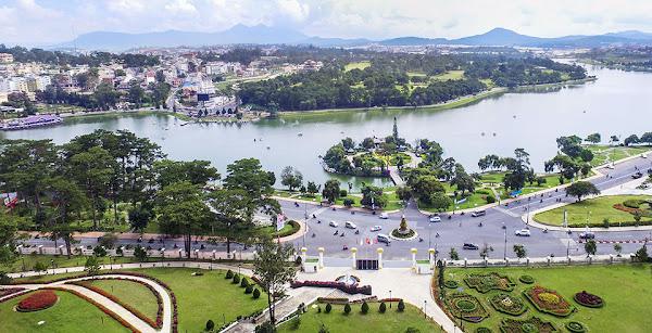 Khu du lịch quốc gia Đan Kia - Suối Vàng thuộc TP. Đà Lạt và huyện Lạc Dương, có diện tích gần 4.000ha