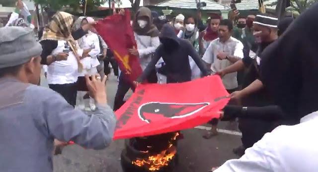 Bendera PDIP Kembali Dibakar di Poso Bersama Bendera Terlarang