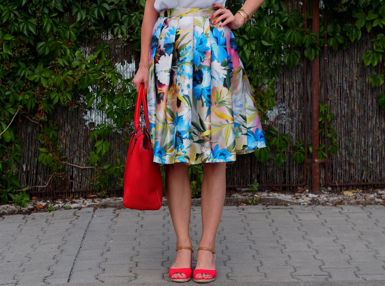ee86488b35ce Mademoiselle IVA by Ivana Klepáčová  kvetovaná midi sukňa s ...