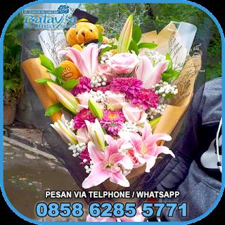 toko-bunga-tangan-bekasi-karangan-bunga-tangan-hand-bouquet-buket-wisuda-pengantin-pernikahan-mawar-matahari-di-bekasi-014