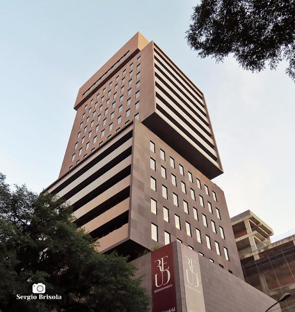 Perspectiva inferior da fachada do Edifício Santos Augusta - Jardim Paulista - São Paulo
