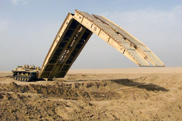 MATCHBOX - Super Kings - Construction Bridge Layer  K-44 Puentes portátiles militares - Made in England - 1981 (Lesney England)