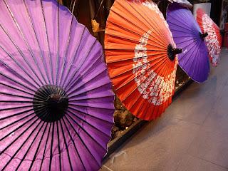 Sombrillas japonesas en Pontocho