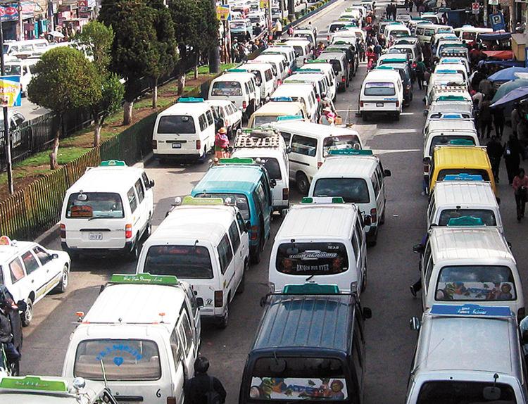 El transporte sindicalizado mueve miles de dólares cada día / WEB FIDES