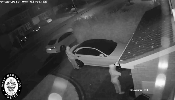 """Ladrones """"hackers"""" roban Mercedes-Benz"""