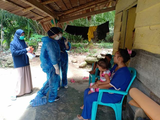 Tim UPT Puskesmas Baebunta Dan Bhabinkamtibmas Pantau Kesehatan Warga Terkait Covid-19