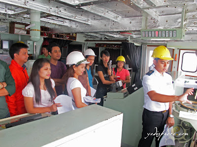 Supernumeraries having briefing of equipments at the ship bridge