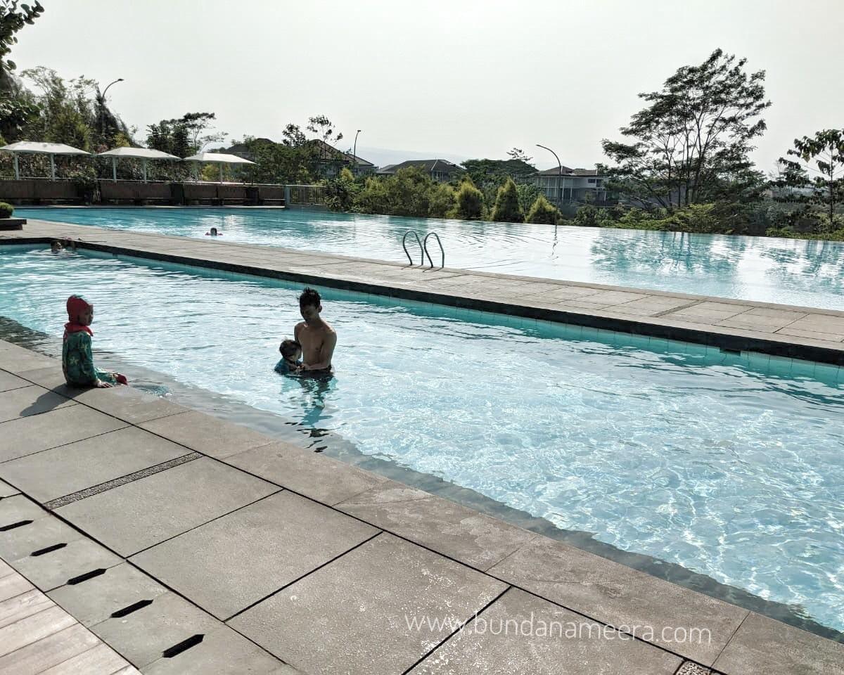 pengalaman berenang di Bumi Pancasona kota Baru Parahyangan, kolam renang bumi pancasona, harga tiket masuk kolam renang bumi pancasona, kolam renang Cimahi