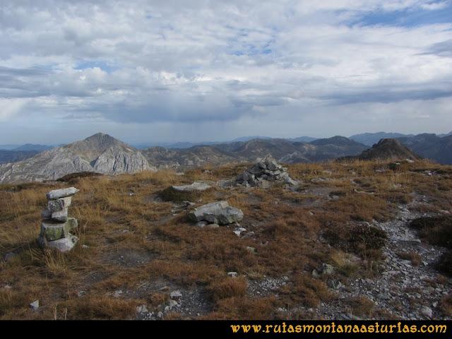 Ruta Pico Toneo y Peña Agujas: Cima del Agujas