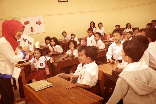 Ciri Guru Yang Selalu Semangat Saat Mengajar dan Disukai Siswa