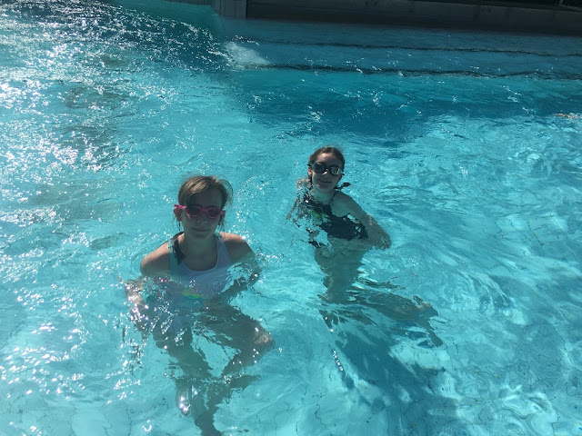 stephs two girls in Subtropical Swimming Paradise center parcs