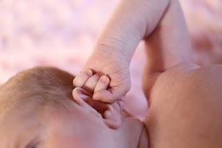 cara-membersihkan-telinga-bayi-yang-benar-dan-aman