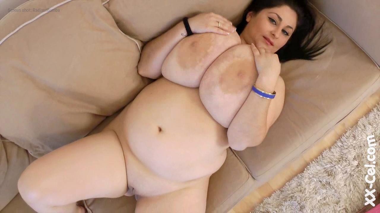 Alice 85jj big tits pose and shower 4
