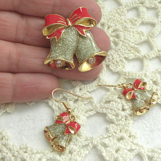 Avon Christmas jewellery bell brooch & earrings