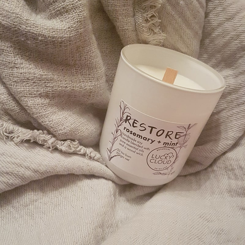 Natural Nontoxic Candles for Winter - Lucky Cloud Restore Candle Review