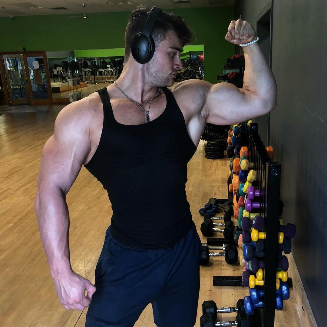 sexy-young-gym-dude-biceps-flex-cocky-muscle-bro