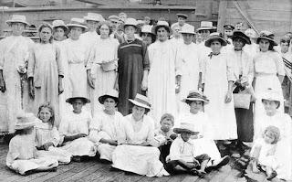 Lugareños de las Islas Pitcairn en la década de 1910