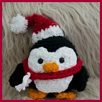 Pinguino navideño amigurumi