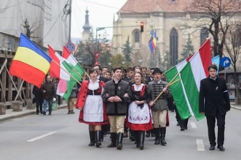 A románok és magyarok közötti bizalmatlanság lebontását szorgalmazták egy kolozsvári pódiumbeszélgetés résztvevői