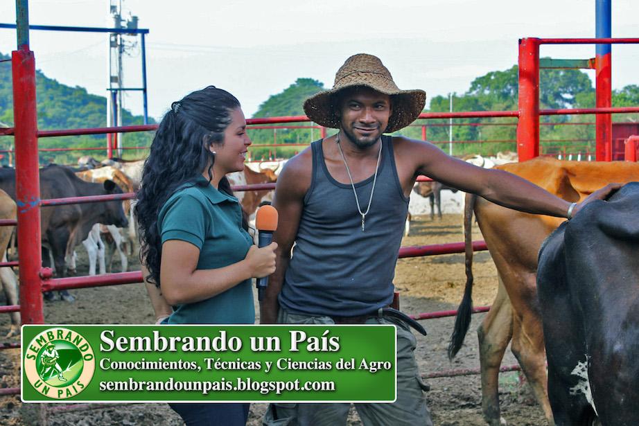 Joselyn Moreno entrevistando a Juan Carlos Blanco
